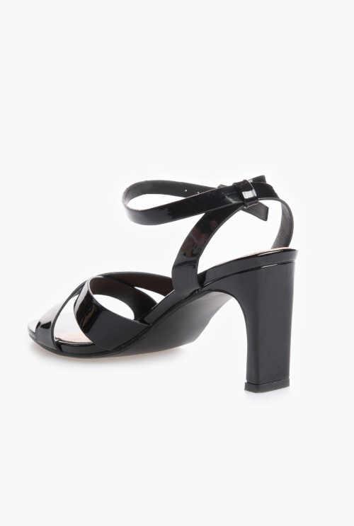 černé lakované letní sandálky