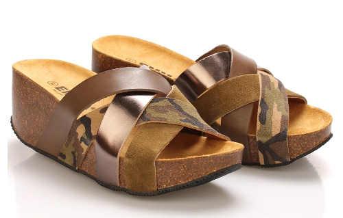 Vysoké korkové pantofle s koženými popruhy
