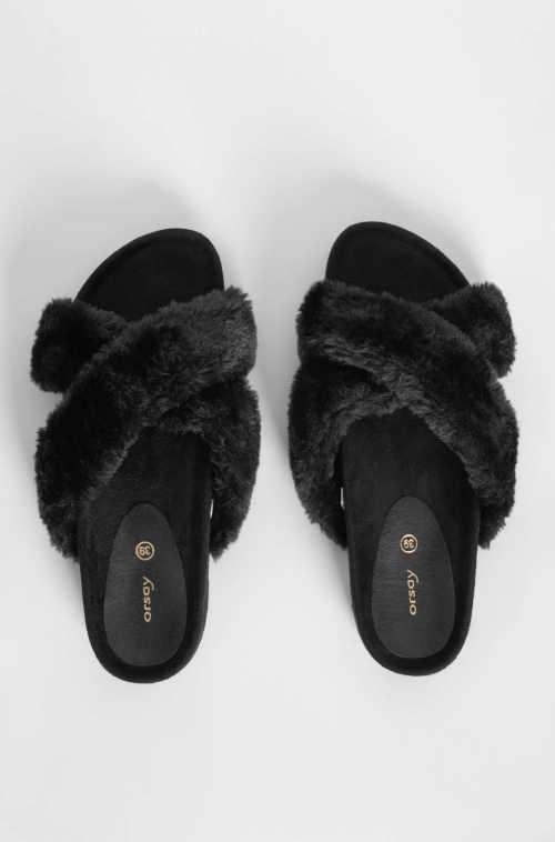 černé chlupaté dámské pantofle