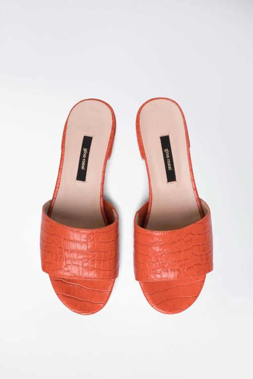 pantofle na nízkém podpatku