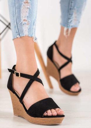 Černé semišové letní sandály na vysokém klínku