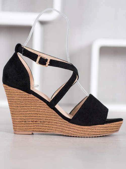 Elegantní otevřené sandále na vysokém klínku