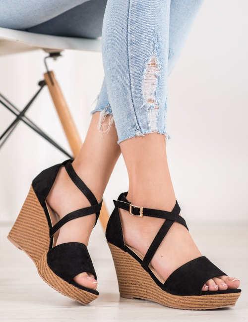 Levné elegantní sandále na vysokém klínku