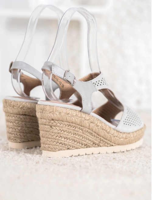 sandály v elegantním provedení