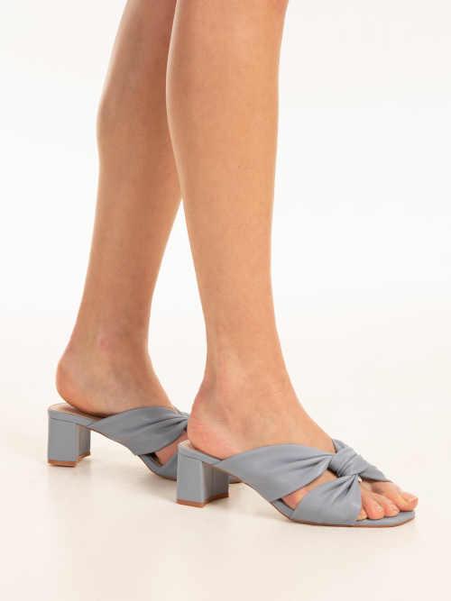 modré dámské stylové pantofle